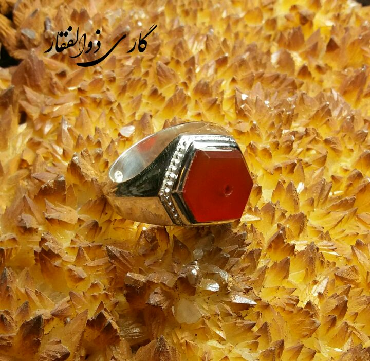 انگشتر دست ساز یمنی سرخ اعلاء کهنه 6ضلعی تصویر